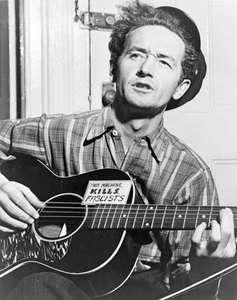 Woody-Guthrie-guitar-this-machine-kills-fascists-1943